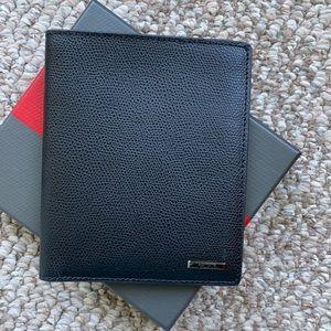 NWT Men's leather Tumi passport wallet